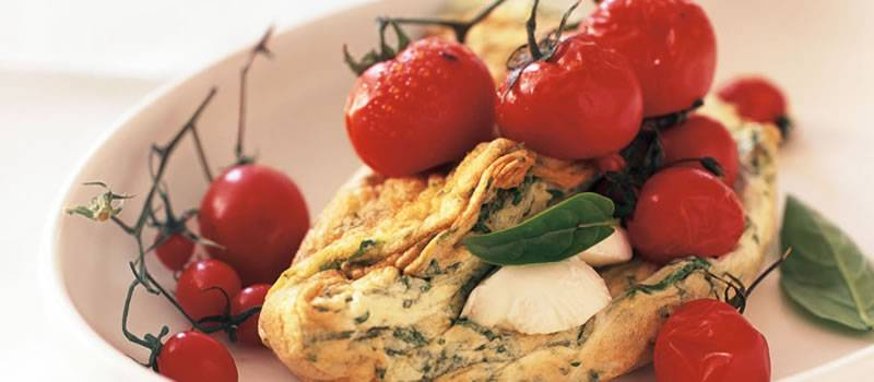 Eggwhite omelette with grilled tomato salad