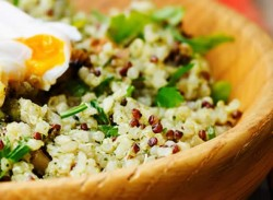 Poached egg & quinoa bowl